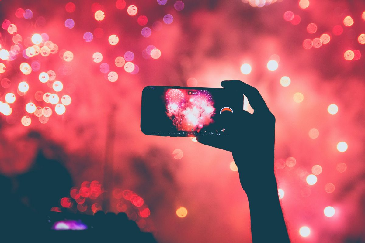 Photographing fireworks with your phone